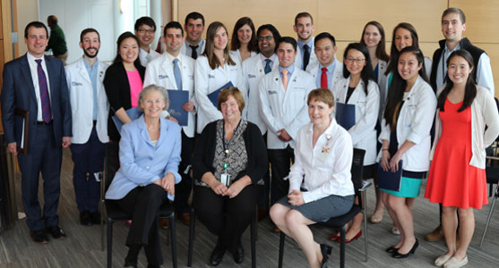 UMMS inducts 21 med students into Gold Humanism Honor Society